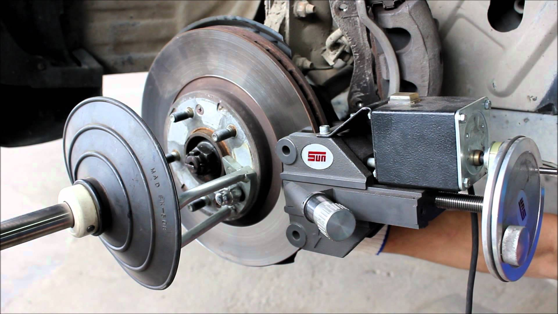 Правка дисков для мотоциклов и скутеров в Шина-33